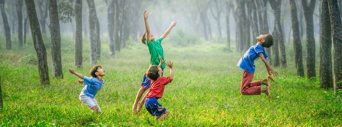 children_playing_in_field